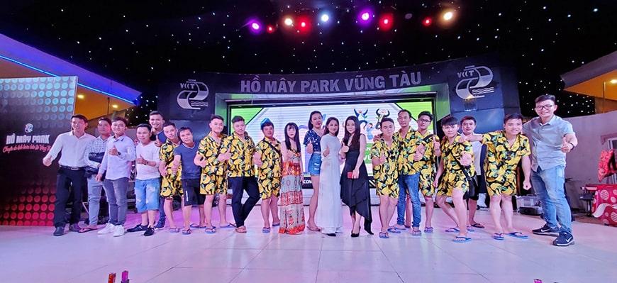 Chi nhánh Củ Chi tại sân khấu tổng kết cuối năm Lan Phương
