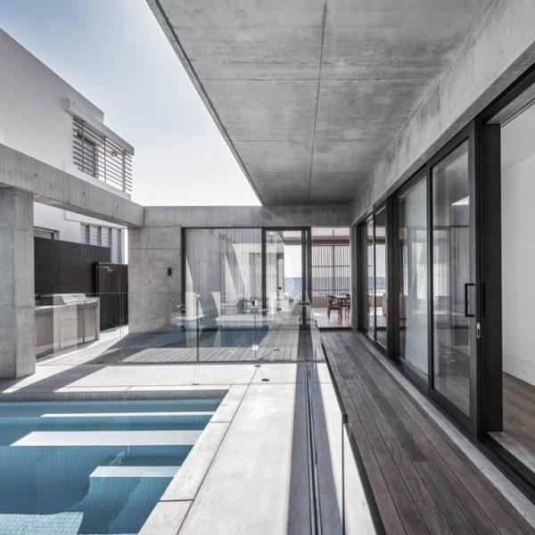 Thỏa thuận trị giá 15,6 triệu đô la được ký kết cho ngôi nhà bên bờ biển Hedges Avenue