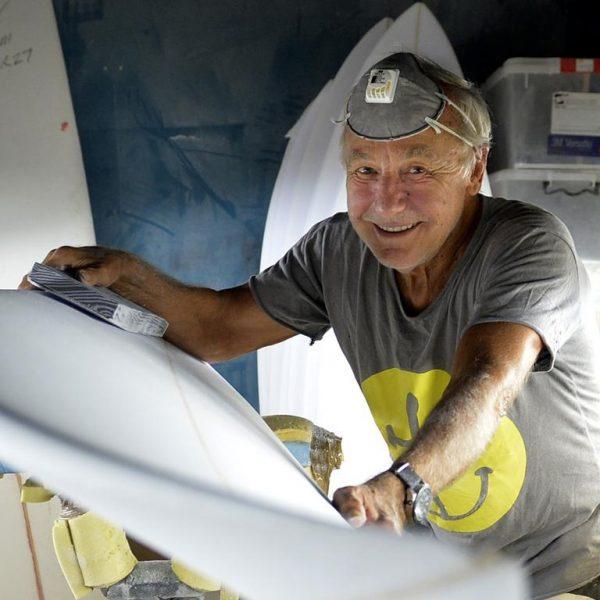 Huyền thoại lướt sóng người Úc và nhà phát minh giày Ugg Shane Stedman bán ngôi nhà ở Bãi biển Mona Vale của mình